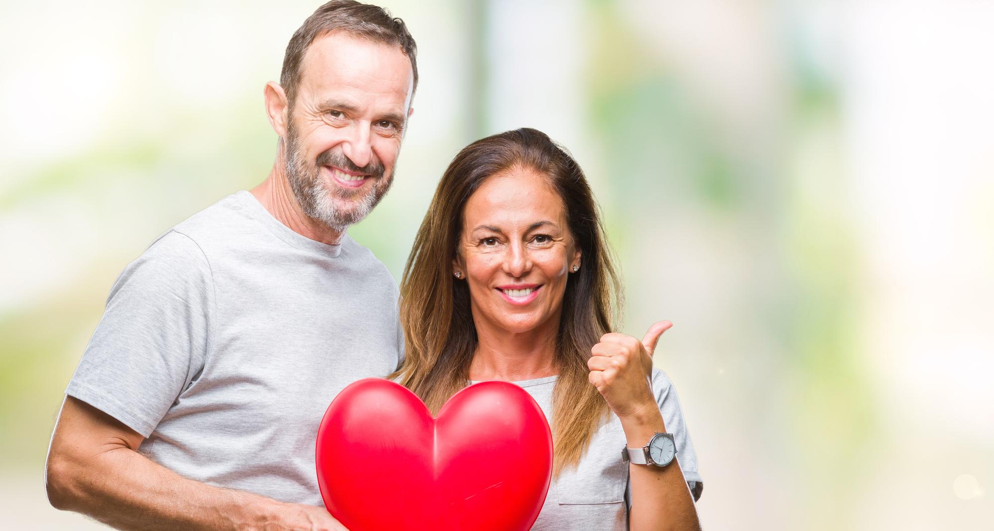 Verliebtes Paar mittleren Alters